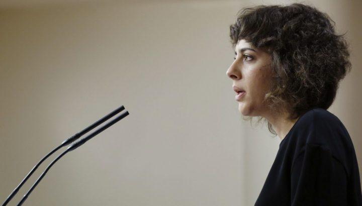 GRA178 MADRID 25/2/2016. La portavoz de En Marea, Alexandra Fernández, durante la rueda de prensa que ofreció hoy en el Congreso de los Diputados para hablar de asuntos de actualidad política y valorar estos días de negociaciones.EFE/SERGIO BARRENECHEA